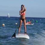 tm_Chica en tabla de paddle surf